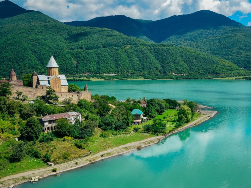 SPEND YOUR HOLIDAYS IN GEORGIA 7 NIGHT